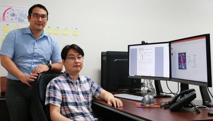 김종경 DGIST 뉴바이올로지전공 교수(오른쪽)와 이은민 연구원. DGIST 제공.