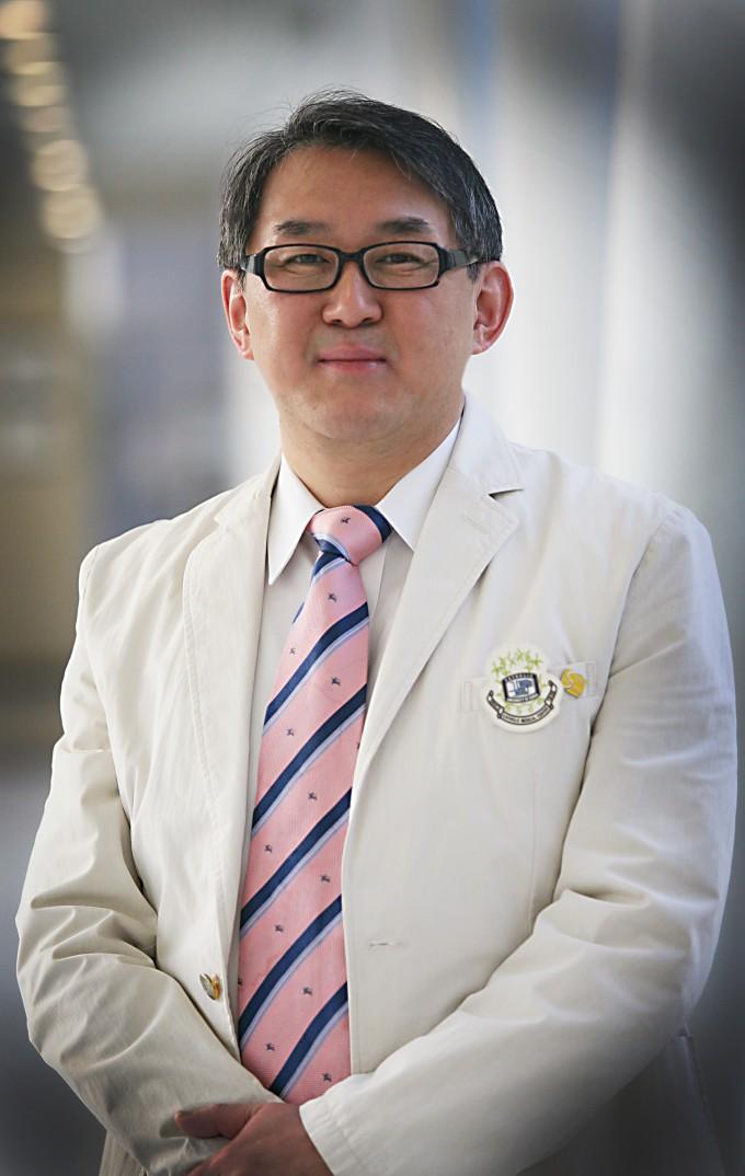 김완욱 가톨릭대 의과대 교수 연구팀은 병든 림프구를 자극해 정상적인 면역체계를 혼란에 빠트리는 결정적인 인자를 찾았다. 한국연구재단 제공
