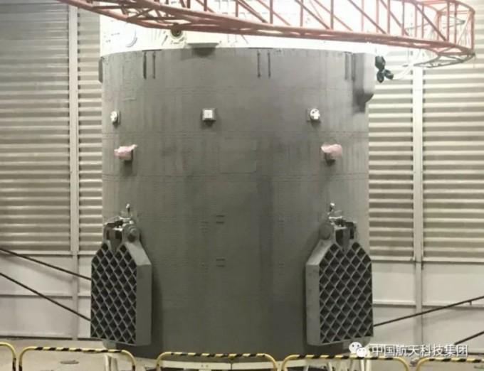 중국은 재사용 로켓의 핵심 기술로 로켓의 방향을 조정해주는 격자 날개인 ′그리드 핀′ 실험에도 성공했다. 중국항천과기재사용 로켓의 핵심 기술로 로켓의 방향을 조정해주는 격자 날개인 ′그리드 핀′ 실험에도 성공했다. 중국항천과기집단공사 제공