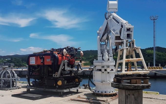 무인 잠수정 ′해미래′가 월 15일부터 8월 12일까지 진행되는 장비 테스트를 위해 경남 거제시에 있는 한국해양과학기술원(KIOST) 남해연구소 인근 부둣가로 이동했다. K-OFFSHORE