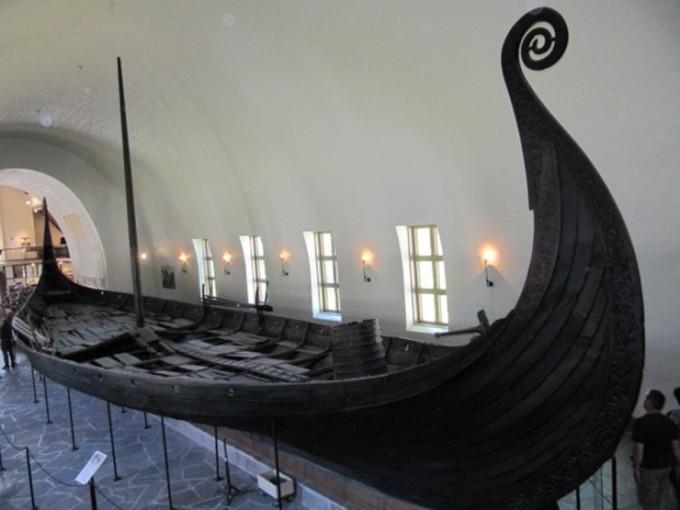 오슬로 인근에서 발견된 바이킹 롱쉽. 오슬로 바이킹 박물관