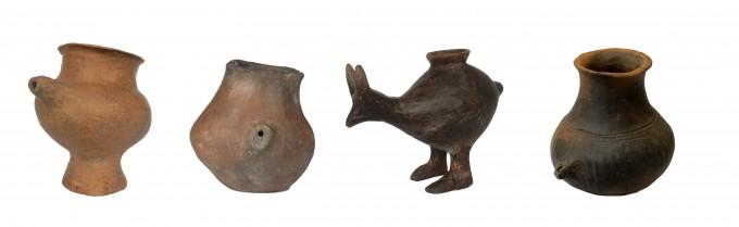 기원전 1200~600년 경 사용된 주전자의 다양한 모습니다. 영국 브리스톨대 팀은 주전자 내부에 남은 지방 성분을 분석해 이런 주전자가 어린 아기와 어린이에게 젖을 먹이는 용도로 쓰였음을 밝혔다. 네이처 제공