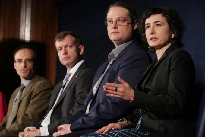 2019년 4월 EHT 프로젝트 팀과 미국 워싱턴 D.C.의 미국 국립 과학 재단 (NSF)이 기자회견을 하고 있다. AP/연합뉴스