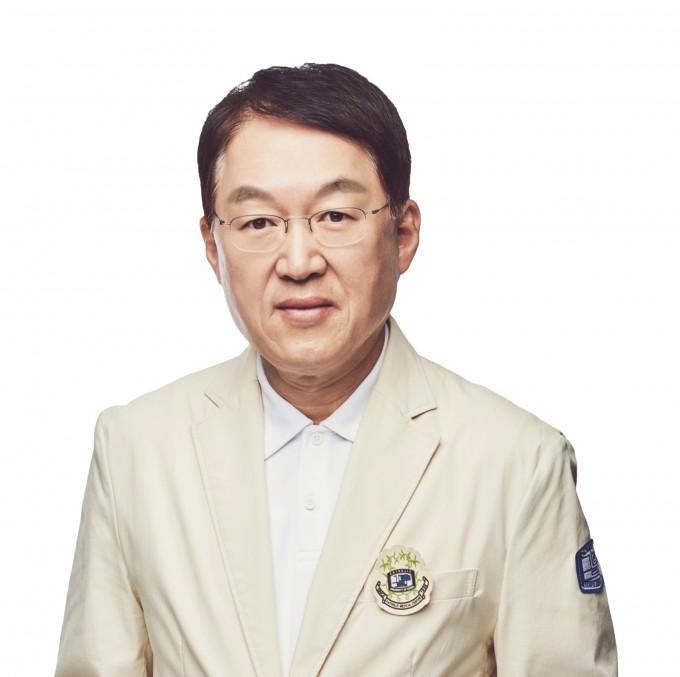 김용식 서울성모병원장 겸 여의도성모병원장을 역임하는 김용식 가톨릭대 정형외과 교수