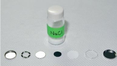 KIST 에너지저장연구단이 개발한 동전 형태의 소듐이온 이차전지를 분해한 모습. KIST