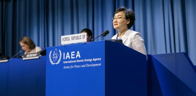 문미옥 과학기술정보통신부 제1차관은 16일 오후(현지시간) 오스트리아 빈 소재 국제원자력기구(IAEA) 본부에서 열린 제63차 IAEA 정기 총회에서 171개 회원국 대표들이 모인 가운데 연설을 진행했다. 과학기술정보통신부 제공