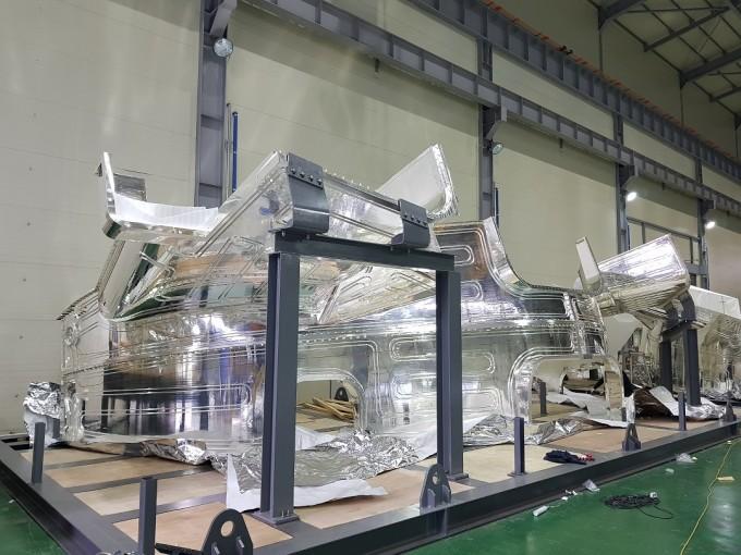 은도금이 완료된 열차폐체 패널의 모습이다. 국제핵융합싫험로(ITER)의 핵심 부품인 열차폐체 초도제품이 품질 검수를 마치고 프랑스 건설지로 운송을 시작했다. 국가핵융합연구소 제공