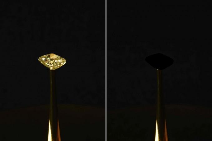 MIT의 예술가 디무트 슈트레베는 16.78캐럿인 노란 다이아몬드(왼쪽) 표면에 세상에서 가장 검은 물질을 코팅해 사라지게 한 작품 '허영의 구원'(오른쪽)을 만들어 뉴욕 증권거래소에서 전시하고 있다.  Diemut Strebe 제공
