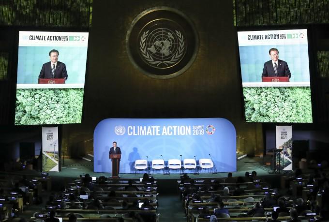 문재인 대통령이 23일 오후(현지시간) 미국 뉴욕 유엔총회 회의장에서 ′기후행동 정상회의′ 연설을 하고 있다. 연합뉴스