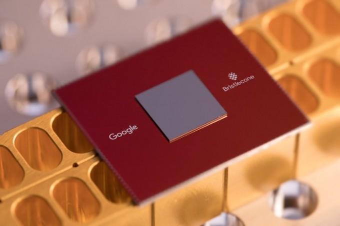 구글이 지난해 개발한 72개 큐비트로 구성된 양자컴퓨터 칩 브리스틀콘의 모습이다. 구글은 최근 53개큐비트로 이뤄진 양자컴퓨터 시커모어를 개발해 기존 방식의 최고 컴퓨터보다 월등한 성능을 구현했다는 문서를 공개했다 삭제했다. 구글 제공
