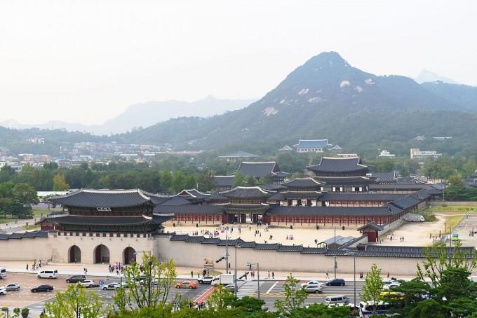 도시가 이산화탄소 배출의 중요한 원천이라는 사실이 위성 관측 데이터를 이용한 분석 결과 재확인됐다. 서울은 중국 광저우 지역과 맞먹는 이산화탄소 배출 증가 지역으로 꼽혔다. 위키미디어 제공