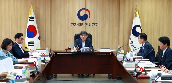 지난달 27일 열린 제 108회 원자력안전위원회에는 5명의 원안위 위원이 참석했다. 현재 원안위 위원은 총 5명이다. 원자력안전위원회 제공