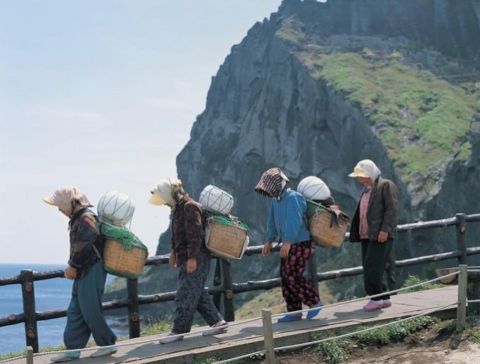 2010년 유네스코가 지정한 소멸 위기 언어 목록 포함된 제주어. 제주어는 노령 인구만 드물게 사용하는 4단계 '치명적 위험' 언어로 꼽혔다. 게티이미지뱅크 제공