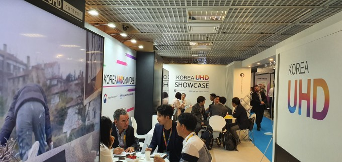 지난 14일부터 17일까지 프랑스 칸느에서 열린 세계방송콘텐츠마켓 '밉콤 2019'에서 초고화질(UHD) 콘텐츠 홍보를 위해 '한국 4K/8K 콘텐츠 홍보관'을 운영했다. 과학기술정보통신부 제공