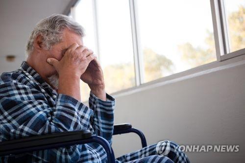 노년층 정신건강 심각…우울증 환자 10명중 4명은 60세 이상