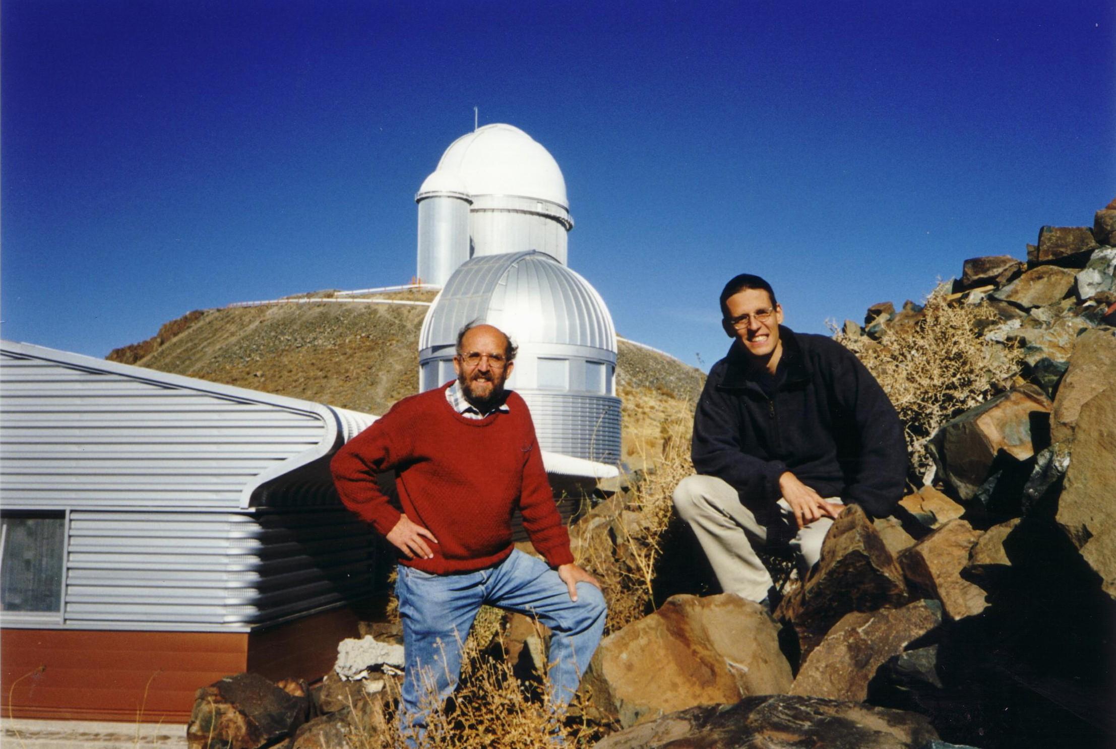 2019 노벨물리학상 수상자인 미셸 마요 스위스 제네바대 천문학과 교수(왼쪽)와 디디에 켈로즈 스위스 제네바대 천체물리학과 교수. 스위스 제네바대 제공