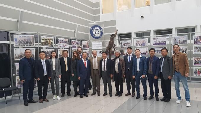 한국산업기술진흥협회와 우크라이나 상공회의소 관계자들이 업무협약 후 기념사진을 찍었다. 산기협 제공.