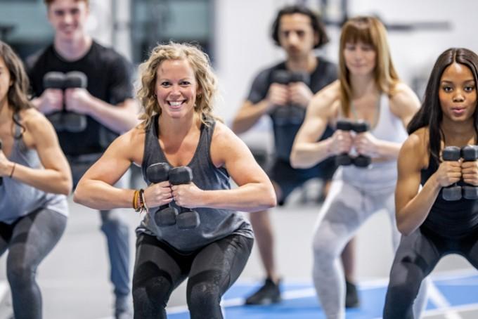 폐경기 여성이라도 평소 하체근육을 단련하는 운동을 꾸준히 하면 골다공증을 예방할 수 있다는 연구결과가 나왔다. 서울아산병원 연구팀은 폐경 전후의 40대 여성들은 걷기나 등산, 스쿼트 등 근육운동으로 골다공증을 적극적으로 예방할 수 있다고 권장했다. 게티이미지뱅크 제공