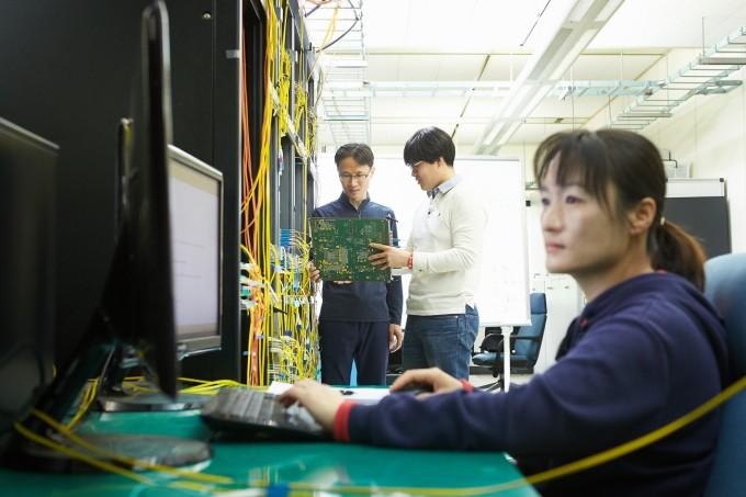 ETRI 네트워크연구본부에서 전송시스템기술 개발을 수행하고 있다. ETRI 제공