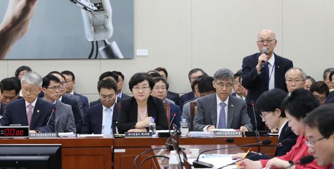 이병권 한국과학기술연구원(KIST) 원장이  KIST 조형물과 관련해 삭제 기준을 만들고 2만6077명을 전수조사할 계획을 밝혔다. 연합뉴스 제공