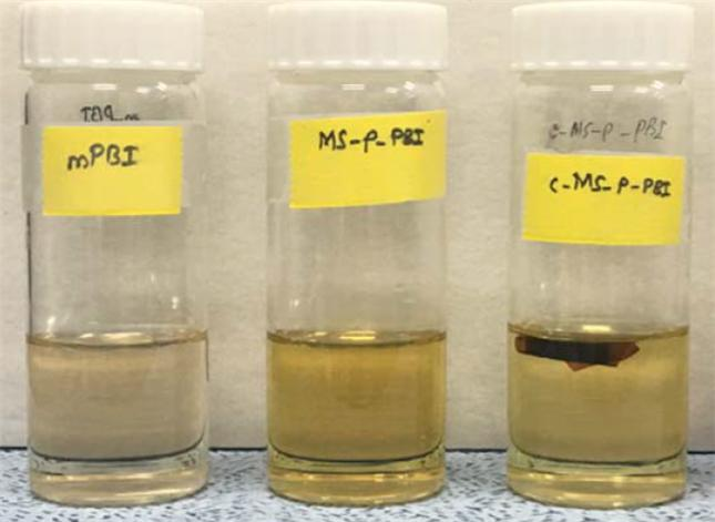 160 ℃에서 85 중량 % 인산 용액에 가열된 고분자막이다. 맨오른쪽이 이번 개발된 고분자막으로 용해되지 않았다. KIST 제공