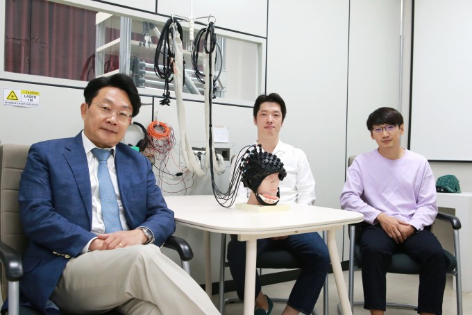 연구를 진행한 안진웅 책임연구원과 이승현 연구원, 진상현 전임연구원(왼쪽부터). DGIST 제공.
