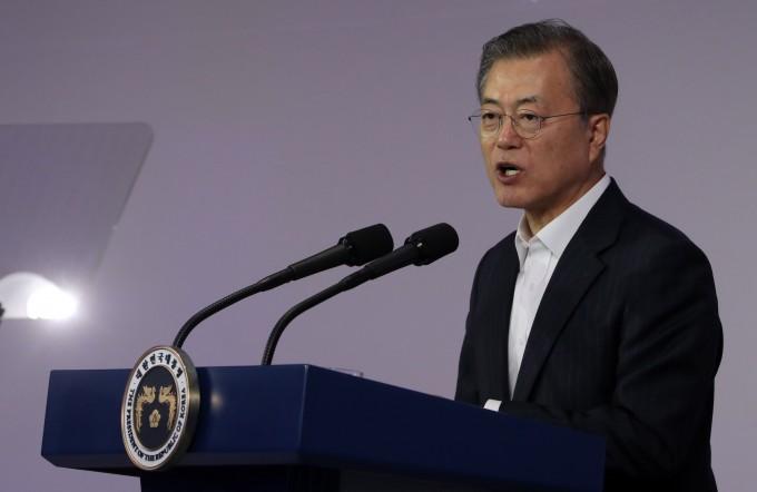 문재인 대통령이 28일 서울 강남 코엑스에서 열린 '데뷰 2019' 컨퍼런스에 참석해 올해 안으로 완전히 새로운 인공지능(AI)에 대한 기본구상을 바탕으로 'AI 국가전략'을 제시하겠다고 공표했다. 연합뉴스 제공