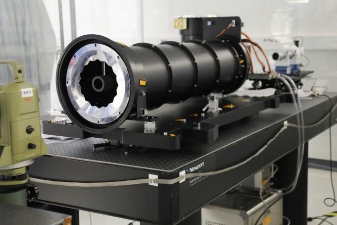 이번에 한국천문연구원과 미국항공우주국(NASA)가 공동개발한 코로나그래프의 모습이다. 태양의 외곽 대기인 코로나 입자의 운동 속도와 온도를 동시에 측정할 수 있는 첫 장비다. 한국천문연구원 제공