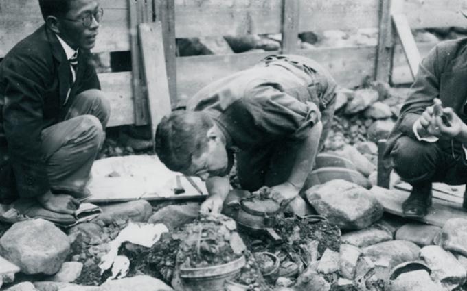 서봉총 발굴에 참여한 스웨덴의 구스타프 아돌프 왕세자. 국립중앙박물관 제공