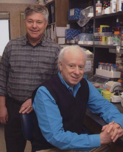 조셉 골드스타인과 브라운 박사. 콜레스테롤 대사과정과 조절에 관한 연구로 1985년 노벨생리의학상을 받았다.