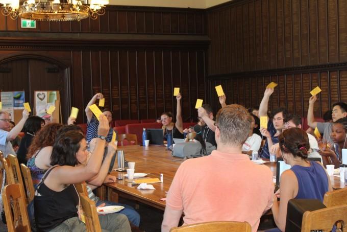 지난 8월 15일부터 열린 북미지역 대학원생노동조합연합(CGEU) 연례회의에서 대의원회의가 열리고 있다. 필자(맨 오른쪽) 도 대의원으로 참석했다. CGEU 2019 조직위원회 제공