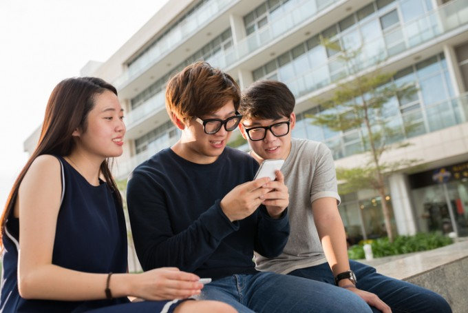 세계보건기구(WHO)는 세계 시력의 날인 10일 ′전 세계의 시력 현황 보고서′를 최초로 발표했다. 보고서에 따르면 한국 청소년의 근시가 전 세계에서 최고로 심각하다. 게티이미지뱅크 제공