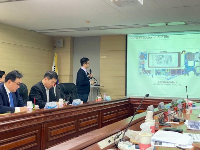 6일 KISTEP 국제회의실에서 열린 수요포럼에서 권영수 ETRI 본부장이 발표하고 있다. 김민수 기자.