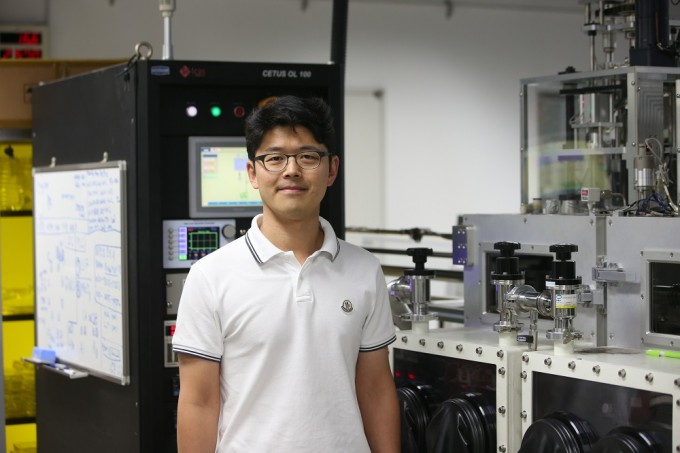 이정용 KAIST 교수팀은 유기물 고분자와 양자점을 동시헤 활용한 하이브리드 태양전지에 유기물 단분자를 첨가해 효율과 안정성을 높이는 방법을 개발했다. KAIST 제공