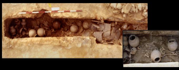 임당5B-2호 고분에서 인골이 출토될 당시의 모습. 토기 등 다양한 유물이 함께 발견되었다.