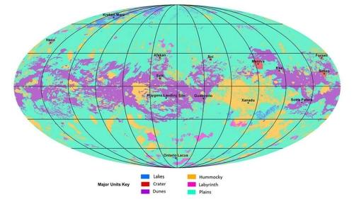 토성의 위성 ′타이탄′의 지형도다. 모래언덕(보라색), 크레이터(적색), 평원(옅은 녹색), 호수(청색), 얼음(황색) 등이 표시돼 있다. NASA 제공