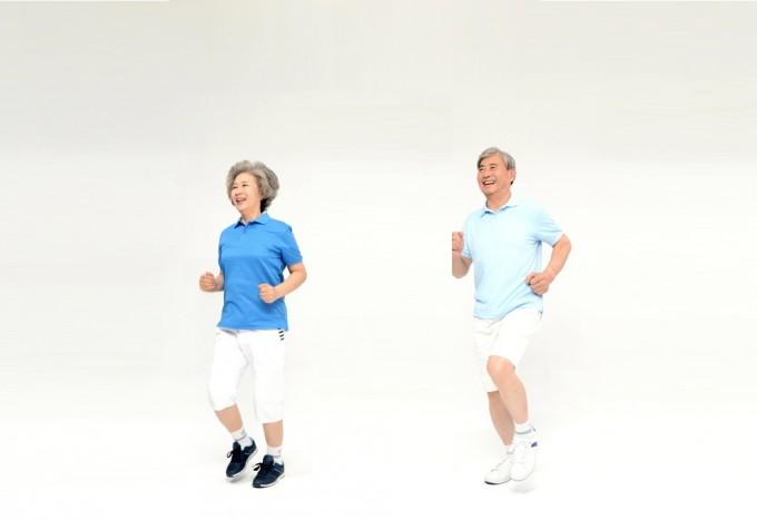 젊었을 때 운동을 하지 않았던 노인도 운동을 하면 심혈관질환이 발생할 위험이 감소했다. 특히 계단 오르기나 자전거 타기, 달리기 등 일상생활보다강도가 센 운동을 약 2년 동안 하면 심혈관질환 발생 위험이 최대 11%까지 감소했다. 게티이미지뱅크 제공