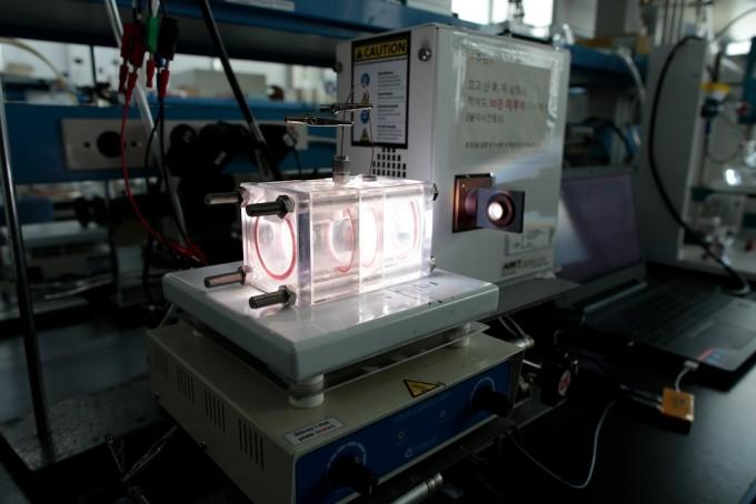연구팀이 개발한 폐목재 리그닌 분해 3분할 촉매 시스템의 모습이다. UNIST 제공