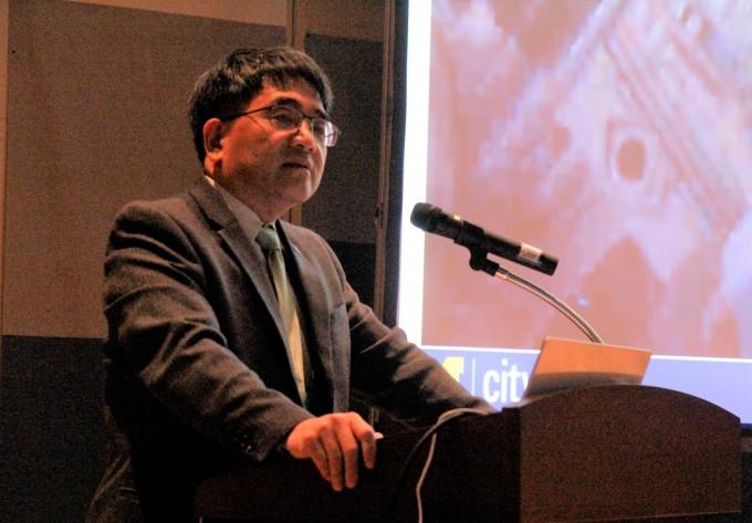 후이 펑 미국 미시간대 교수가 이달 11일 제주 KAIST 친환경스마트자동차연구센터에서 열린 ′국제 미래자동차 기술 심포지엄′에서 기조연설하고 있다. 조승한 기자 shinjsh@donga.com