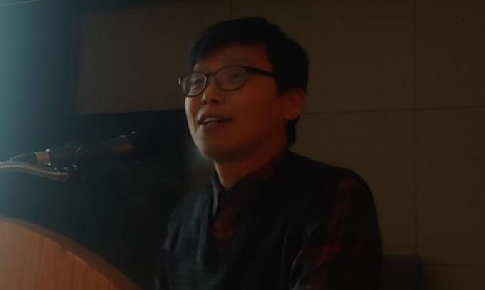 문용재 경희대 우주탐사학과 교수가 이달 14일 경기 수원 경희대 국제캠퍼스에서 열린 워크숍에서 AI를 활용한 우주환경 분석에 대해 설명하고 있다. 조승한 기자 shinjsh@donga.com