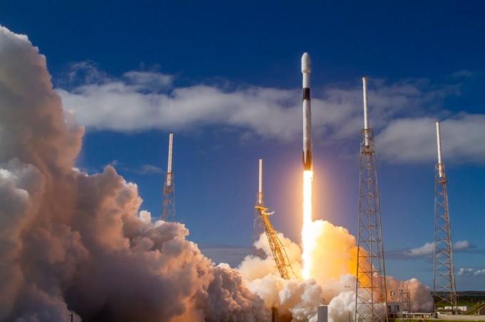 스페이스X는 이달 11일 1단 로켓을 4번 재사용한 ′팰컨9′ 발사에 성공했다. 스페이스X 트위터 캡처