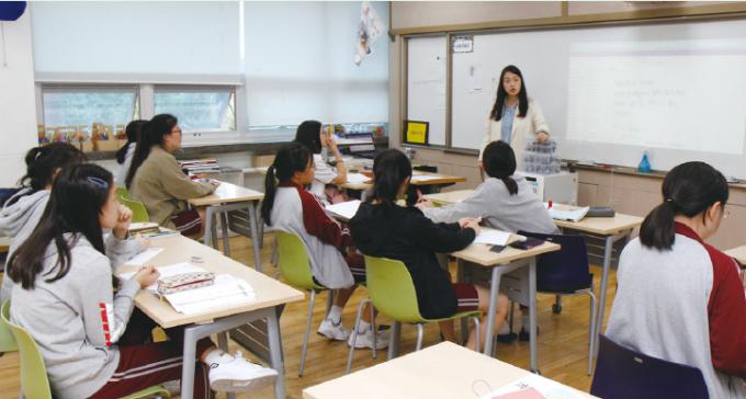 창덕여자중학교 김유정 교사의 수업현장. 조가현 기자 gahyun@donga.com