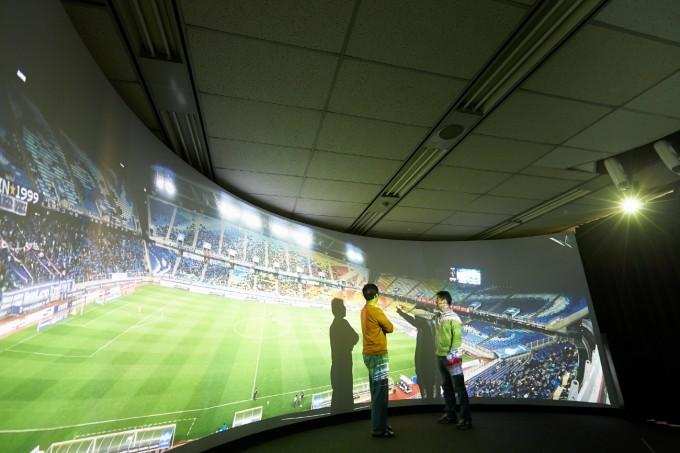 지난 10월 가상현실(VR)엑스포에서 연구팀이 개발한 8K VR 실시간 실황중계 기술을 시연했다. ETRI 제공