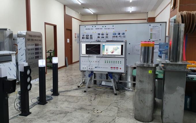볼라드용 센싱 시스템은 위상차를 응용한 다중 광학빔 기반 센서로 보행자와 차량을 인식한다. 여러 각도에서 다가오는 차량이나 보행자의 속도 또는 면적정보를 검출할 수 있다. 한국생산기술연구원 제공