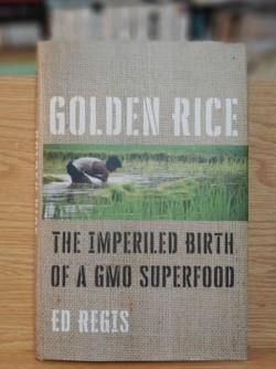 미국의 과학저술가 에드 레지스는 지난 10월 출간한 책 '황금쌀: GMO 슈퍼푸드의 위태로운 탄생)'에서 수많은 우여곡절로 점철된 황금쌀 개발의 역사를 기록했다. 강석기 제공