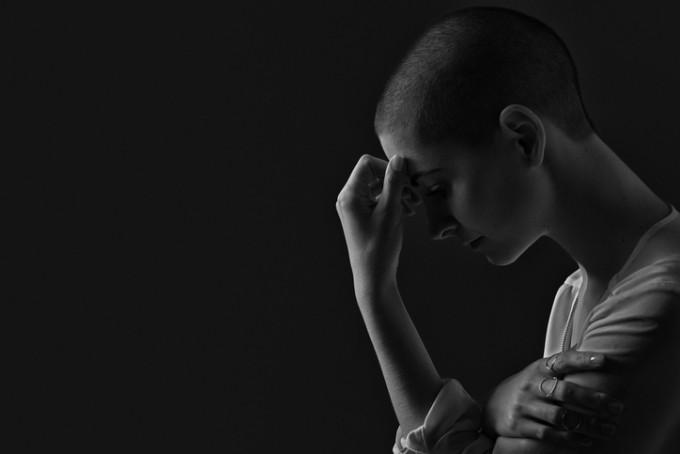 삼성서울병원은 암 재발에 대한 두려움과 사망률을 연구한 결과, 세계 최초로 둘 사이의 연관성을 밝혀냈다. 연구팀은 암 재발에 대한 두려움이 큰 환자가 그렇지 않은 환자보다 상대적인 사망 위험도가 2.5배나 더 큰 것으로 분석했다. 특히 예후가 좋은 저위험군 환자의 경우 재발에 대한 불안감이 심할수록 그렇지 않은 환자보다 사망 위험도가 6.8배나 더 컸다. 게티이미지뱅크 제공