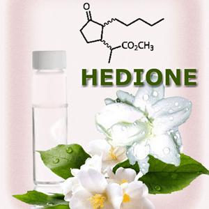 1958년 스위스 향료회사 퍼메니시의 화학자들은 자스민을 연상시키는 우아한 꽃향기가 나는 분자 헤디온을 창조했다. 흥미롭게도 정작 자스민에는 헤디온이 존재하지 않는다. 지난 2015년 인간의 페로몬수용체가 헤디온에 반응한다는 놀라운 사실이 밝혀졌다.  fragrance laboratory 제공