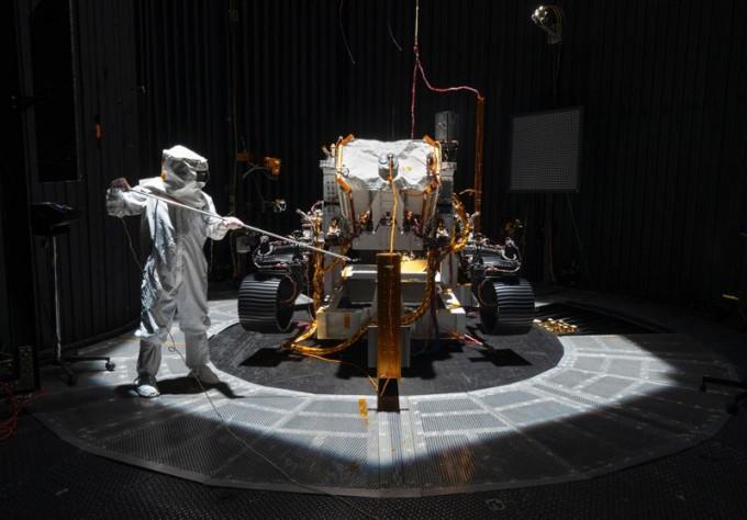 국제학술지 ′네이처′가 2020년 새해에 과학계에서 일어날 특별 이벤트를 공개했다. 그 중 하나로 내년에는 미국과 중국, 유럽, 아랍 등에서 화성 착륙 탐사에 도전할 예정이다. 사진은 NASA에서 내년 7~8월쯤 발사할 예정인 화성 탐사선 ′마스 2020 로버′. 소형 드론을 띄워 화성 표면 곳곳에 있는 암석 샘플을 수집할 수 있다. NASA, JPL, Caltech제공