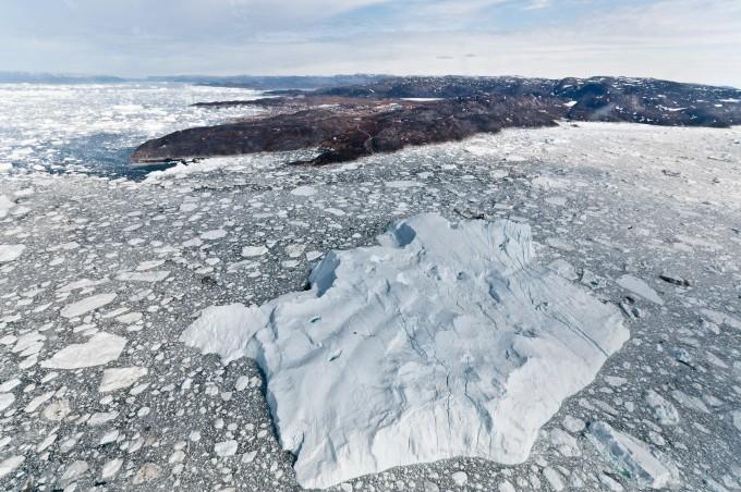 그린란드 빙하 3조8000억t 사라졌다...녹는 속도 90년대보다 7배 빨라