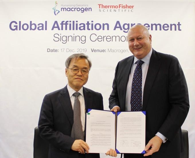 정밀의학 생명공학기업 마크로젠이 17일 서울 구로구 본사에서 생명과학 분야 글로벌 생명과학기업 써모피셔 사이언티픽과 모세관 전기영동 시퀀싱(CES) 서비스 글로벌 시장 확대를 위한 전략적 업무협약을 체결했다